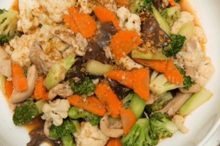 מוקפץ חזה עוף עם ירקות
